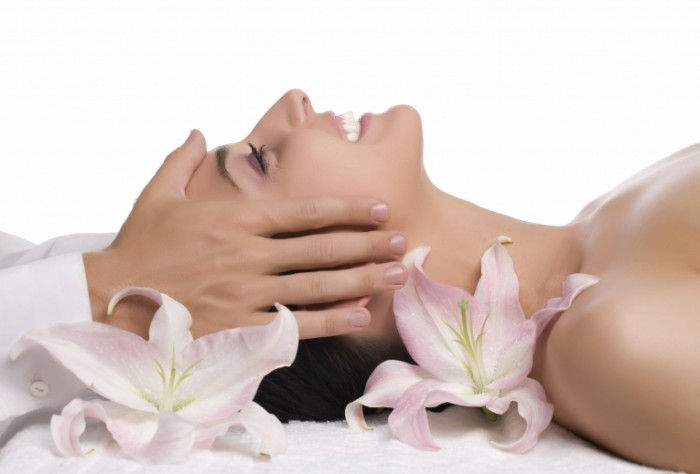 Популярні види масажу обличчя
